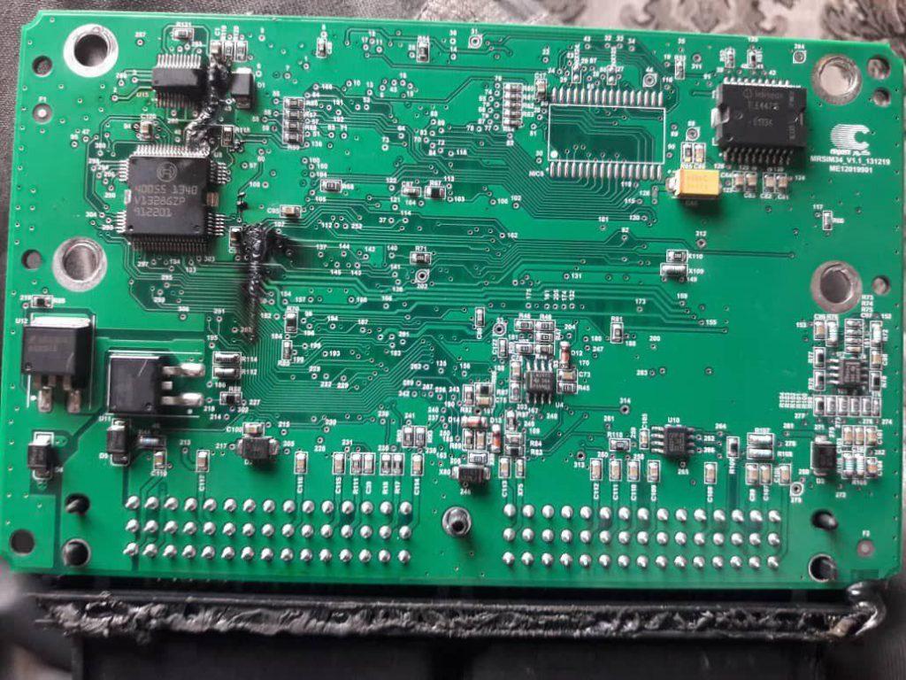 شارژ بالای دینام و اتصالی در سیم کشی موجب آسیب به برد مدار الکترونیکی خودرو می شود