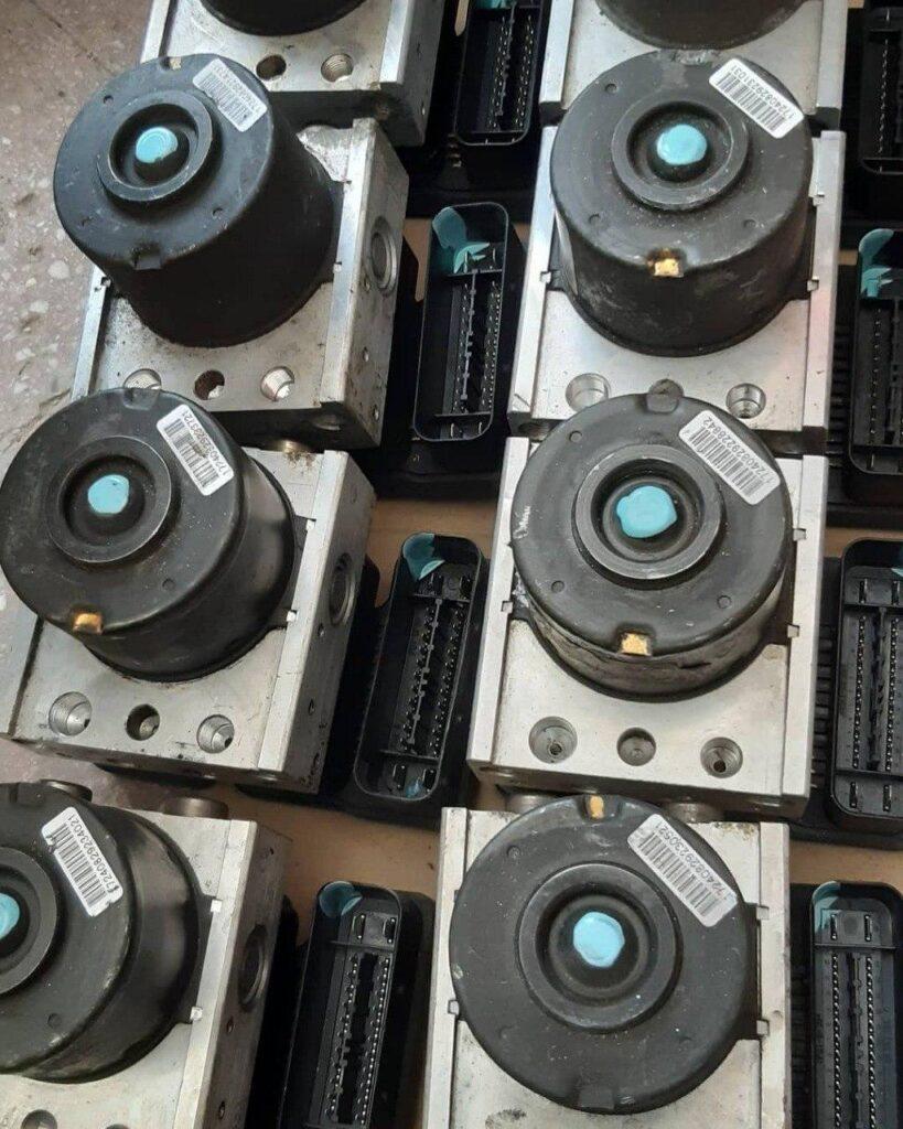 بلوک ترمز ضد قفل پژو ۲۰۶ فرانسوی موسوم به MK70 موتور سبز ساخت آلمان
